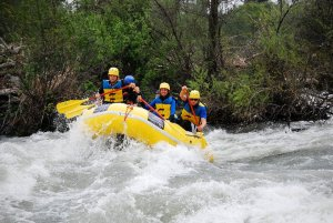 Rafters take on Nugget Falls on the Rogue River